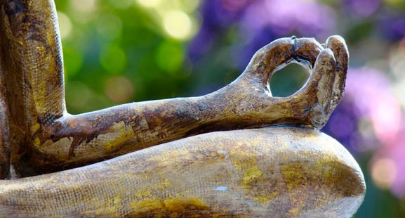 mudra-statue