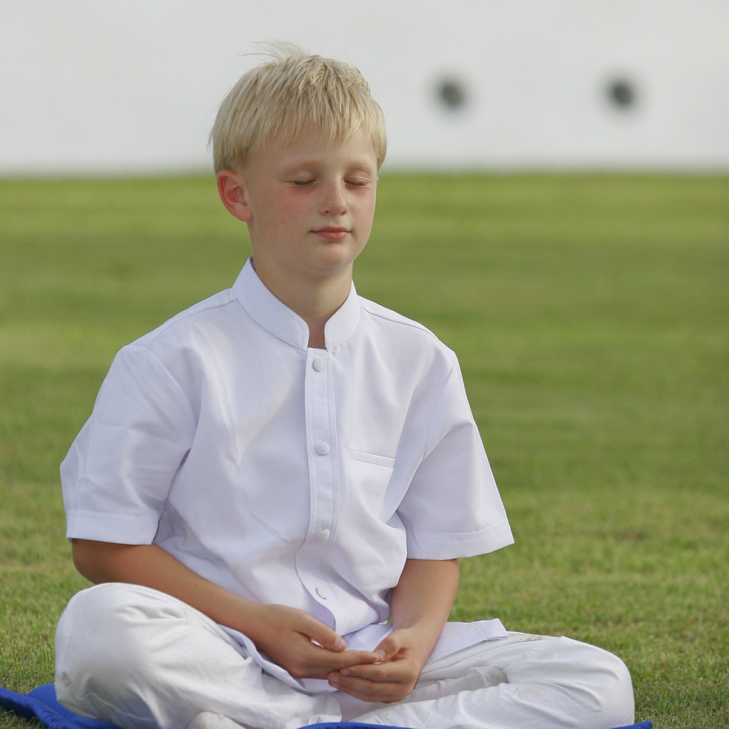 OM050: Teaching Meditation To Middle Schoolers With Ross Robertson