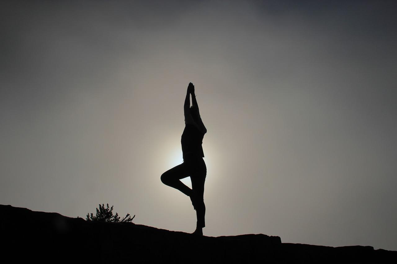 yoga-pose-1082172_1280